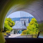 トンネルから望む美術館棟
